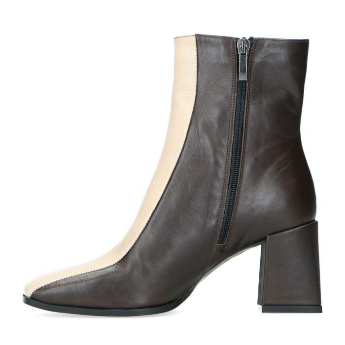 Braune Stiefeletten mit Blockabsatz und beigefarbenem Streifen