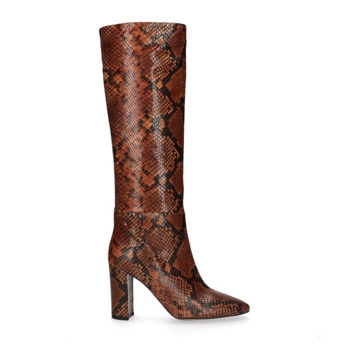 Cognacfarbene Stiefel mit Schlangenmuster