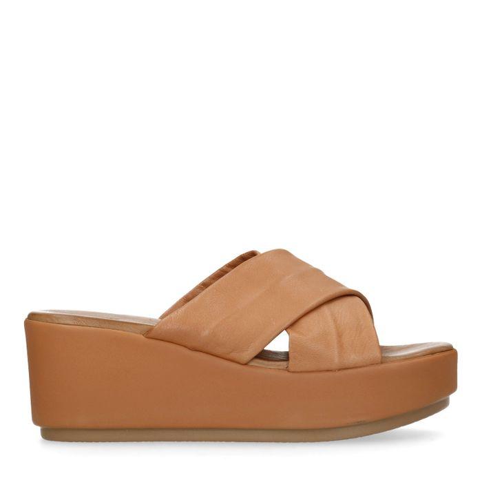Cognacfarbene Sandalen mit Plateausohle