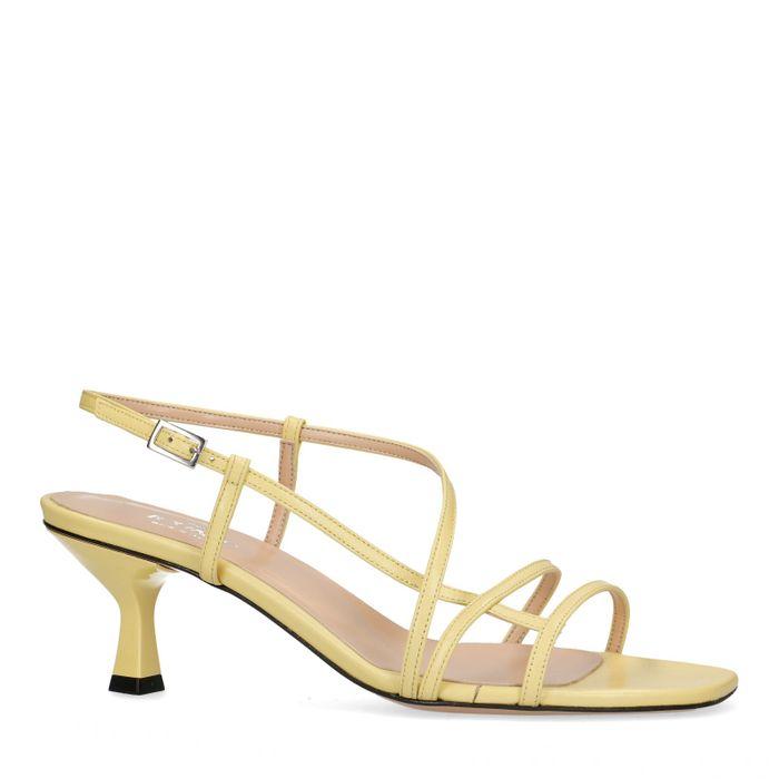 Gelbe Leder-Sandaletten mit Kitten Heel