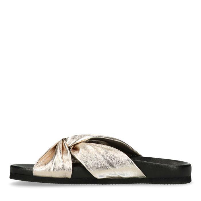 Goldene Sandalen mit gekreuzten Bändern