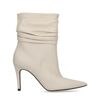 Kurze weiße Stiefel mit Pfennigabsatz