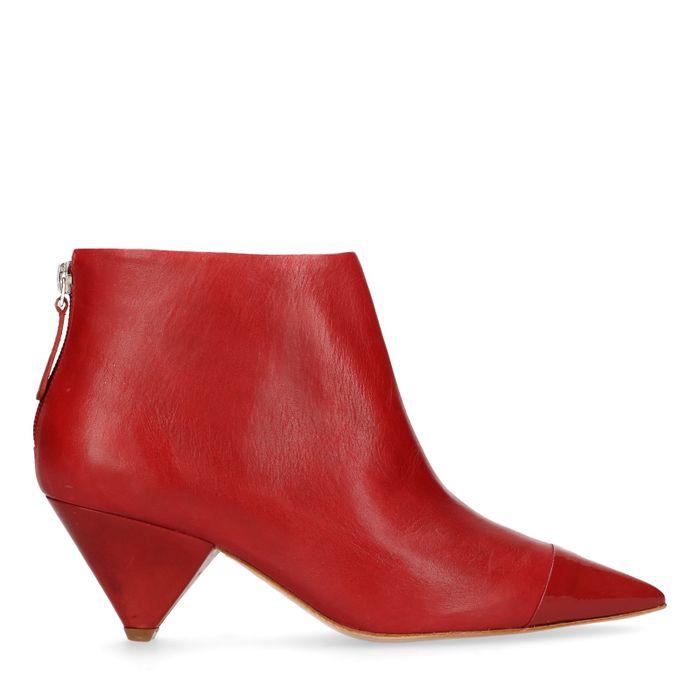 Rote Stiefeletten mit Trichter-Absatz