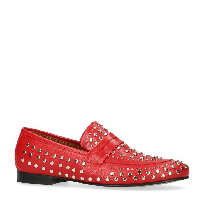 Rote Loafer mit silberfarbenen Nieten
