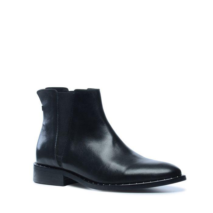 Schwarze Stiefeletten mit silbernen Nieten