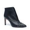 Schwarze Stiefel mit spitzer Kappe und Nieten