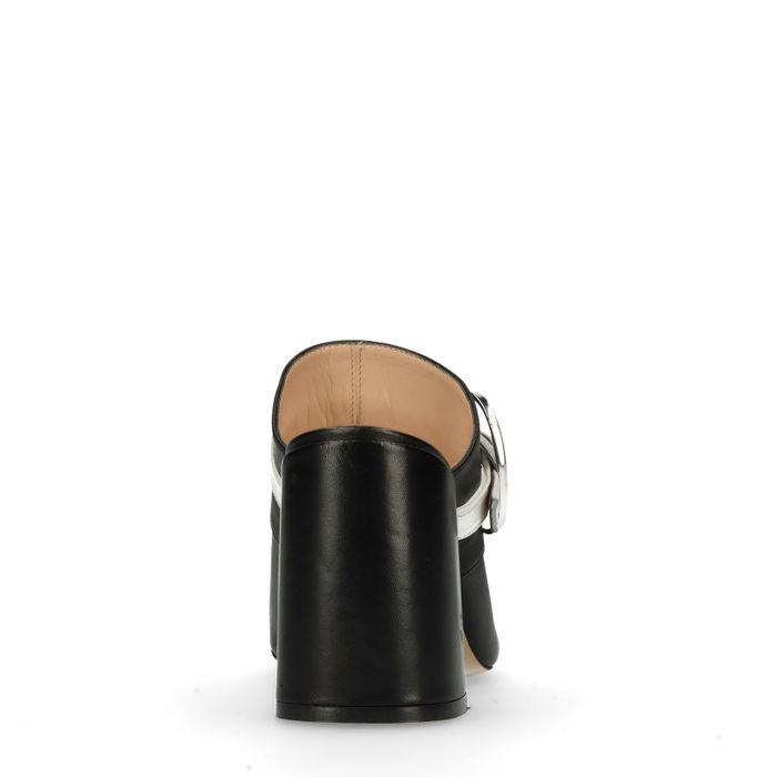 Schwarze Peeptoe-Pumps mit Schnalle
