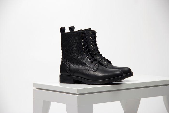 Schwarze Biker Boots mit Nieten