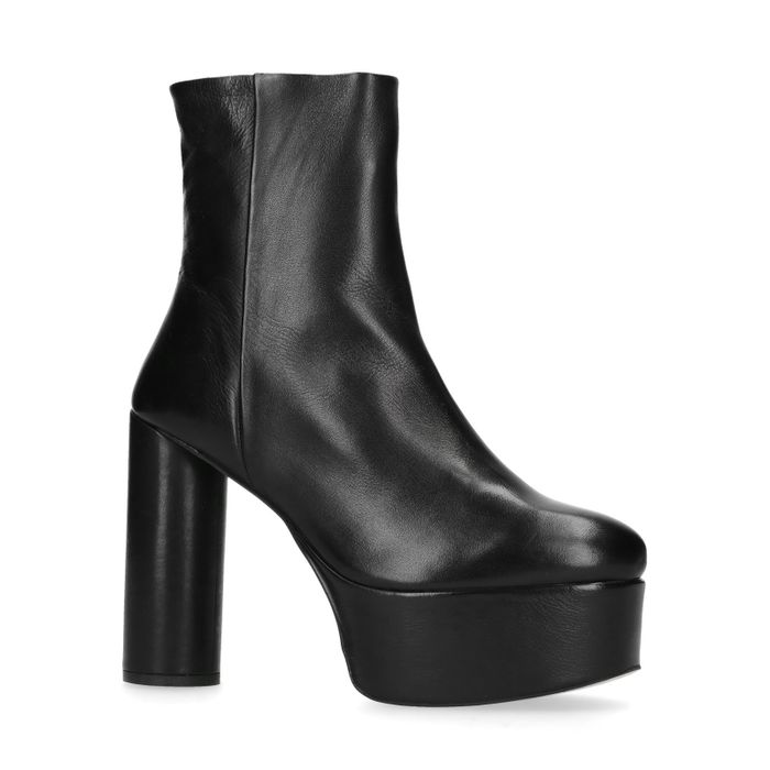Kurze schwarze Stiefel mit Plateau-Absatz