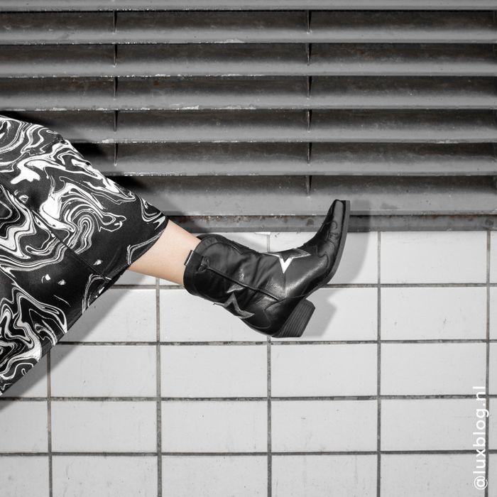 Marije Zuurveld x Sacha schwarze Cowboystiefel