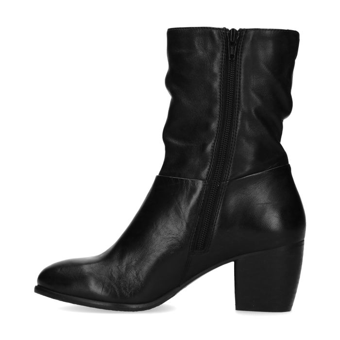Kurze schwarze Lederstiefel mit Absatz