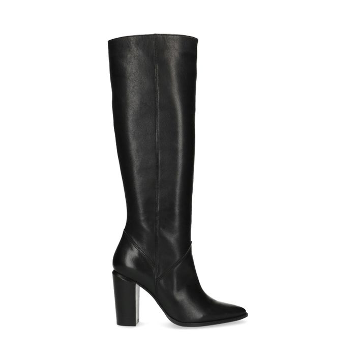 Hohe schwarze Stiefel mit Absatz
