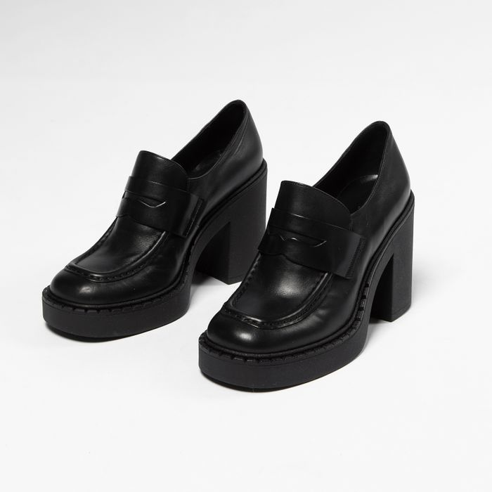 Schwarze Leder-Loafer mit Absatz
