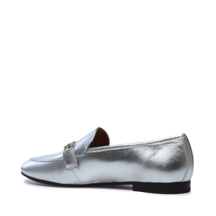 Silberne Loafer