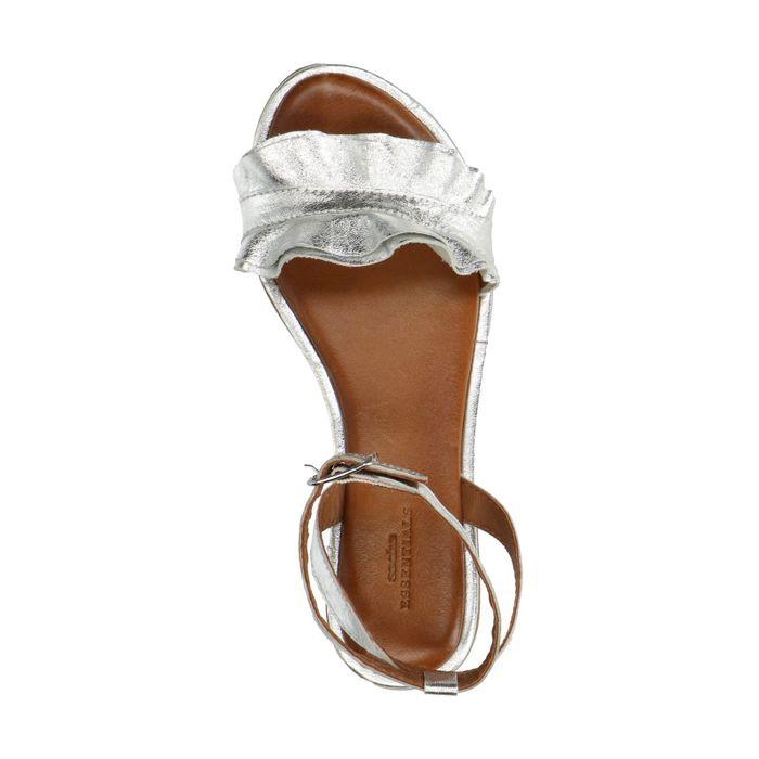 Silberne Metallic-Sandalen mit Rüschen