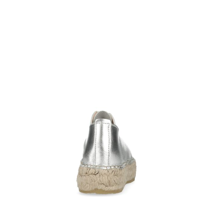 Plateausneaker in Metallic-Silber mit Jutesohle und Reißverschluss