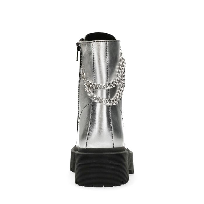 Marije Zuurveld x Sacha Biker Boots im Metallic-Look