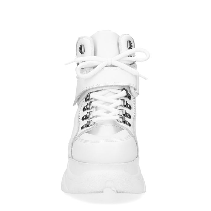 Weiße Plateau-Sneaker mit chunky Sohle