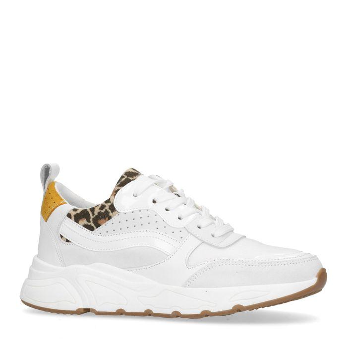 Weiße Dad-Sneaker mit Details