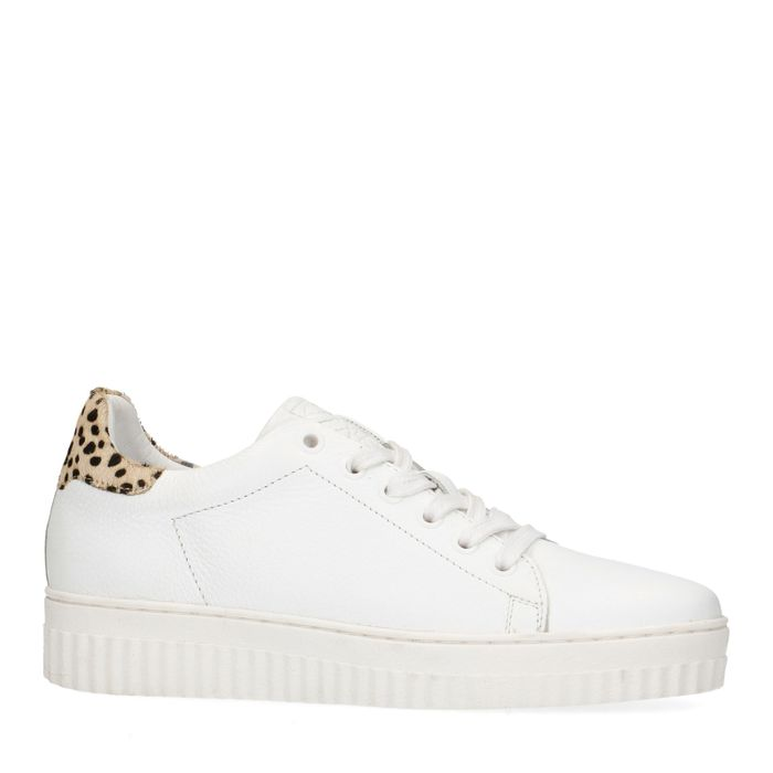 Weiße Sneaker mit Leopardenmuster
