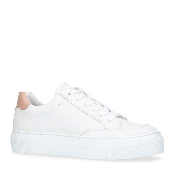 Weiße Ledersneaker mit Plateausohle