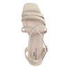 Beigefarbene Sandaletten mit Krokomuster
