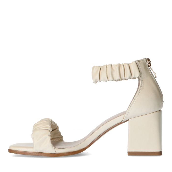 Offwhite Sandaletten mit Falten-Details