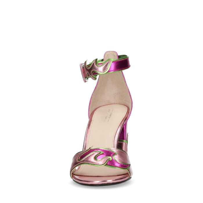 Rosafarbene Sandaletten mit Flammen