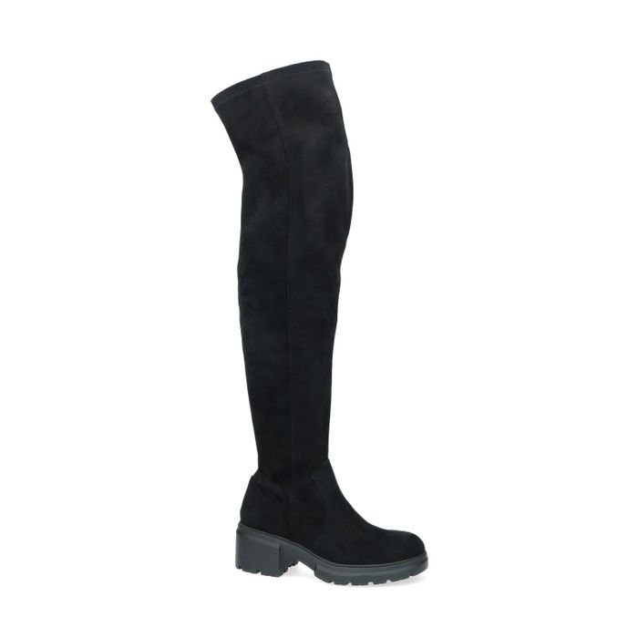 Hohe schwarze Stiefel mit dicker Sohle