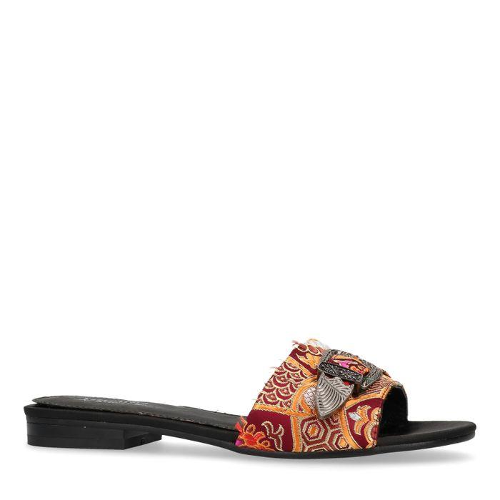 Orangefarbene Sandalen mit Schnalle