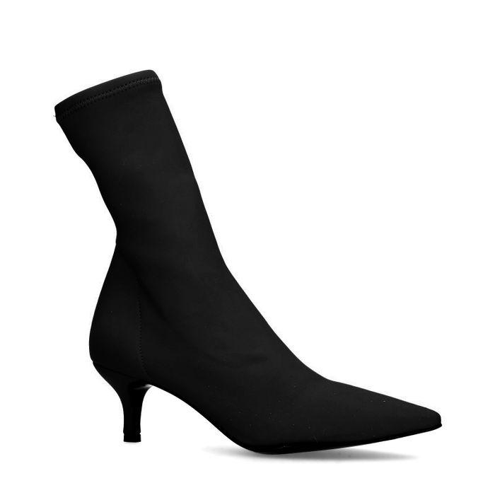 Schwarze Sock Boots mit Kitten-Heel