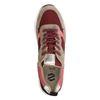 Beigefarbene Sneaker mit rosafarbenen Details