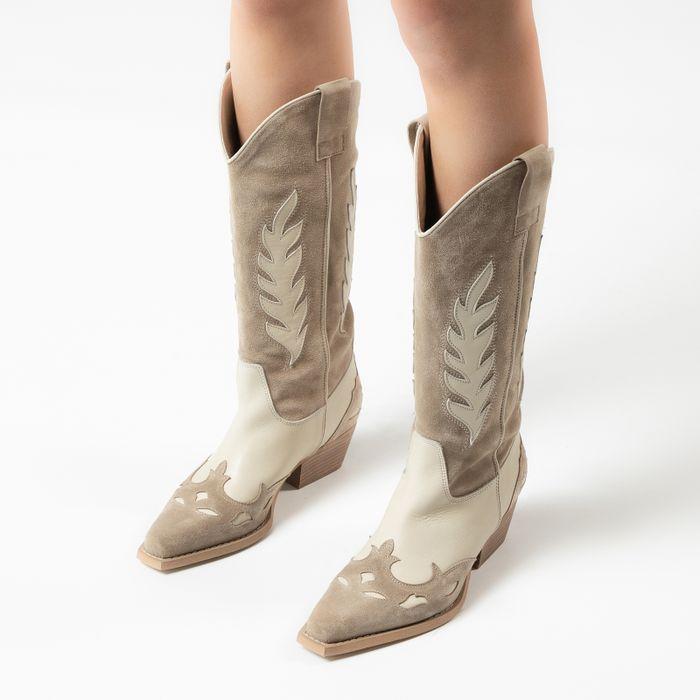 Beigefarbene Western Boots mit offwhite Details