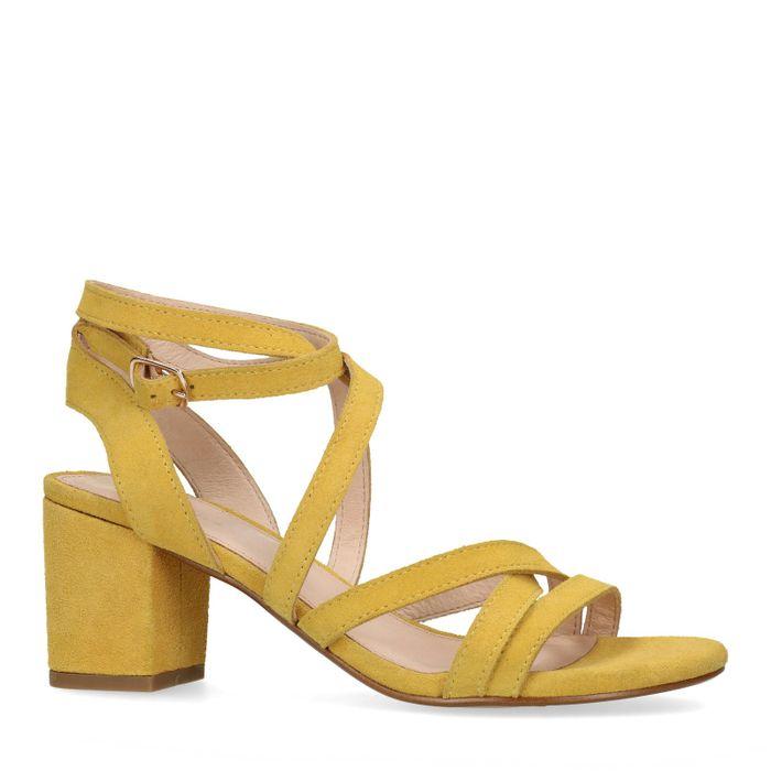 Gelbe Sandaletten mit kleinem Absatz