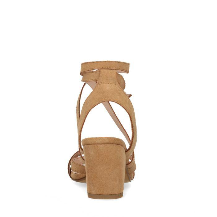 Braune Sandaletten mit kleinem Absatz