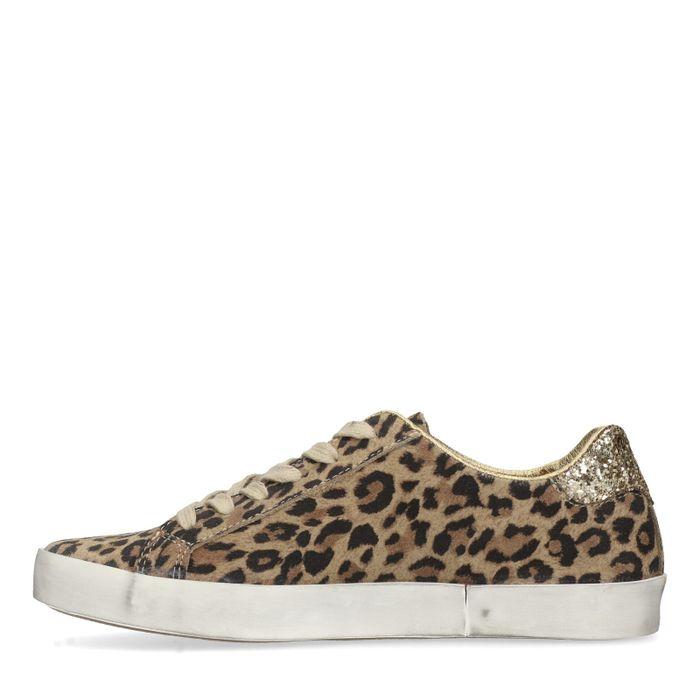 Sneaker mit Leopardenmuster und Stern