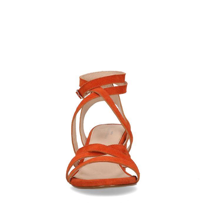 Orangefarbene Sandaletten mit kleinem Absatz