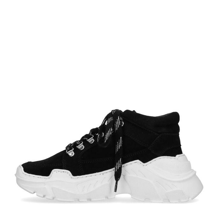 Schwarze Dad-Sneaker mit weißer Sohle