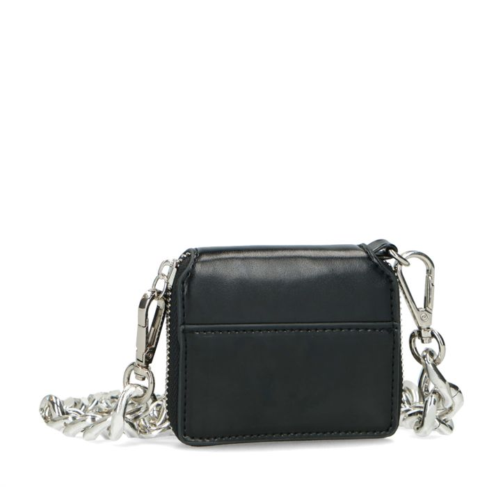 Kleines schwarzes Portemonnaie mit grober Kette