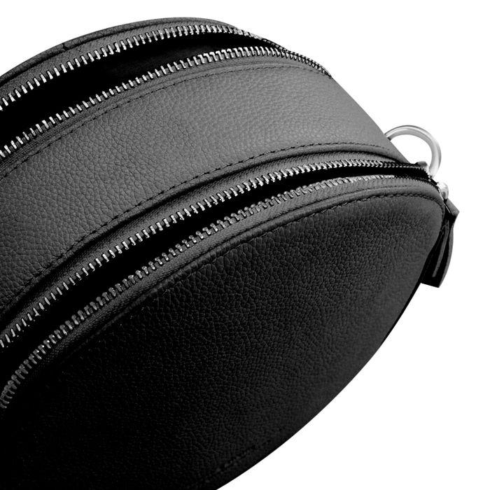 Runde schwarze Schultertasche