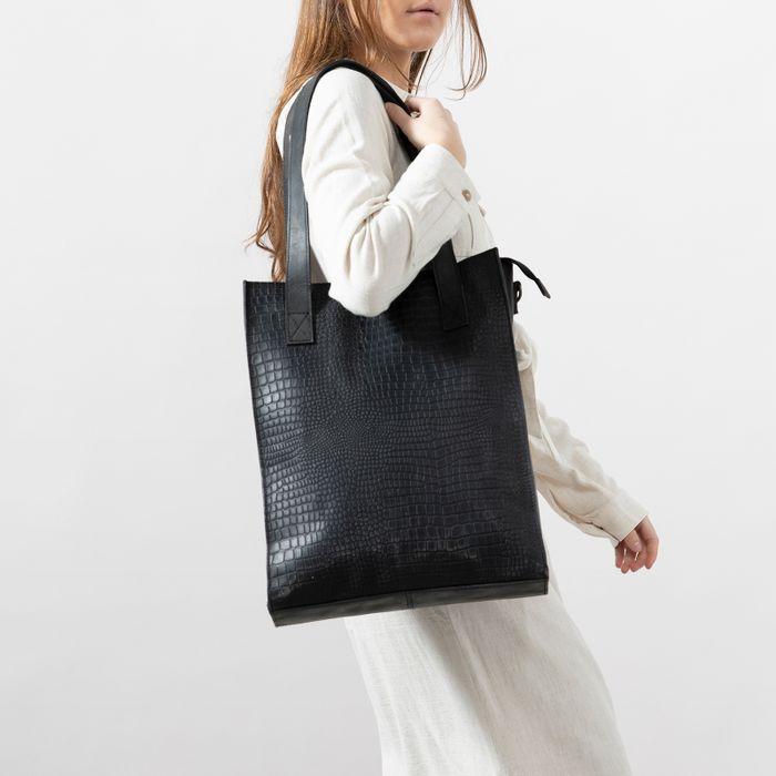 Schwarzer Leder-Shopper mit Krokomuster