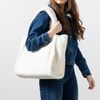 Beigefarbener Shopper in Teddy-Optik