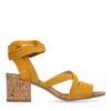 Ockergelbe Sandaletten mit Blockabsatz